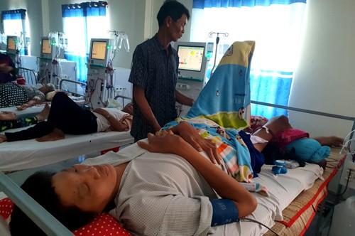 Trung đang điều trị tại Bệnh viện Đa khoa tỉnh Cà Mau. Ảnh: Phúc Hưng.