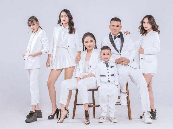 Ở cái tuổi 40, Tú Dưa- ông bố 4 con mới làm liveshow đầu tiên đánh dấu 20 năm theo đuổi con đường ca hát, sáng tác... (Ảnh: Kevin Phạm)