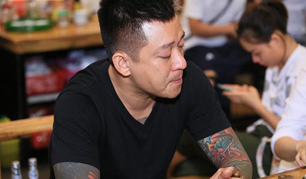 Tuấn Hưng đón sinh nhật tuổi 40 trong những giọt nước mắt.