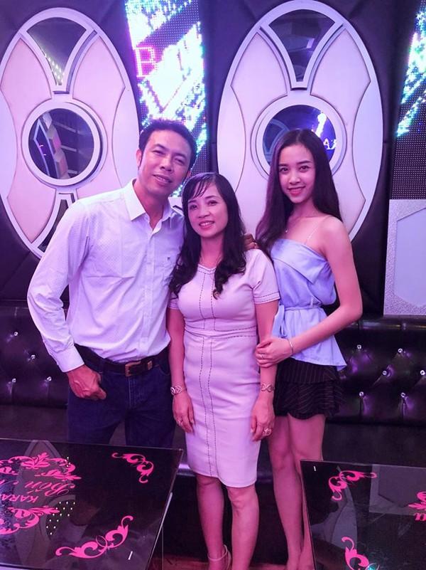 Nguyễn Thúy An sinh ra trong gia đình có truyền thống kinh doanh. Cô cũng đang học ngành quản trị kinh doanh để theo nghề của gia đình.