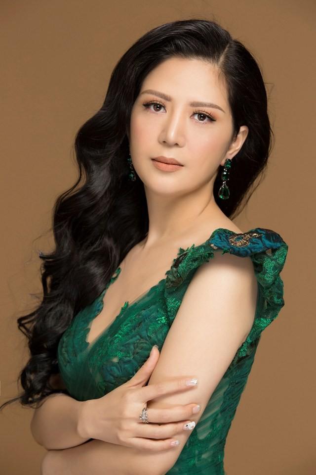 Hiền Anh từng tham gia cuộc thi Tiếng hát truyền hình Sao Mai khu vực tỉnh Nghệ An và đoạt giải nhì
