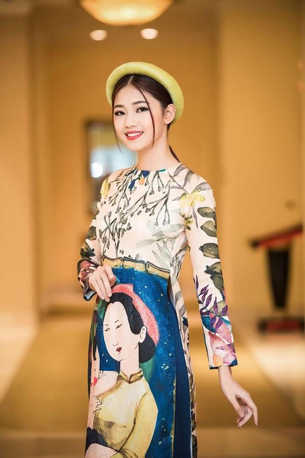 Á hậu Thanh Tú là người đẹp có chiều cao khủng nhất trong dàn nhan sắc Hoa hậu Việt Nam, 1m81.