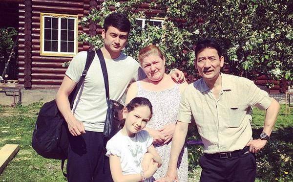 Gia đình Đặng Văn Lâm tại Nga.