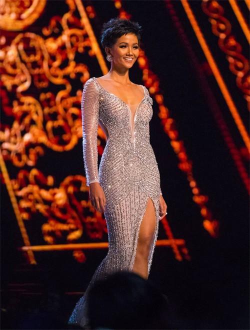 Người đẹp tự tin thể hiện bản thân trong chung kết và lọt Top 5 chung cuộc.