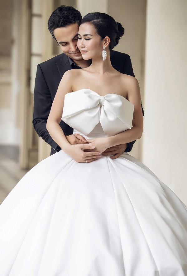 Ngày 14/1, hôn lễ của Võ Hạ Trâm và doanh nhân Ấn Độ sẽ diễn ra tại một khách sạn 5 sao ở TP HCM. Trước đó cả hai thực hiện nghi thức cưới và lễ rước dâu truyền thống tại nhà riêng của Võ Hạ Trâm ở quận Tân Bình.