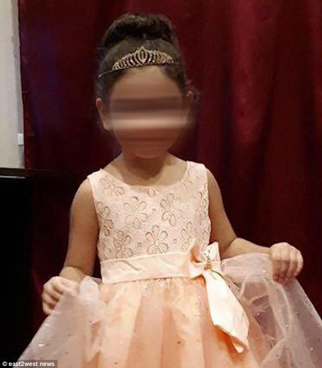 Chân dung cô bé Zakhra xinh đẹp và đáng yêu trước khi chết cứng vì giá rét bên ngoài sân chơi trường mầm non.