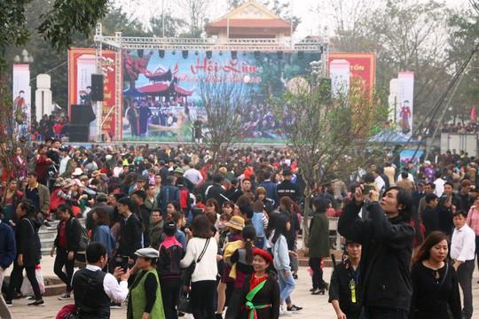 Hàng nghìn du khách thập phương về trẩy hội Lim.