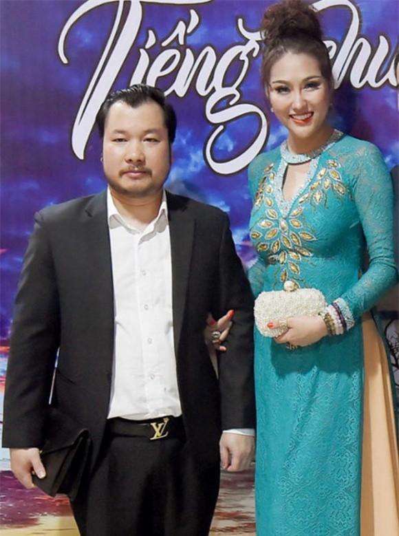 Phi Thanh Vân và bạn trai doanh nhân thời còn mặn nồng.
