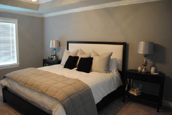 Liệu hai bên đầu giường nhà bạn có cần cùng một loại tủ để đồ hay 2 chiếc đèn ngủ?