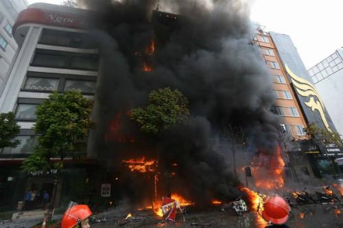 Hiện trường vụ cháy quán karaoke số 68 phố Trần Thái Tông, Cầu Giấy, Hà Nội. Ảnh: Tư liệu