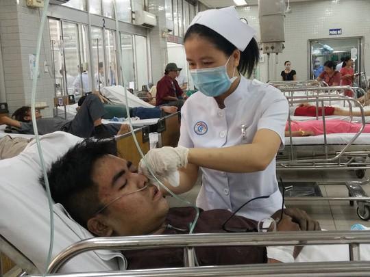 Một nạn nhân được cấp cứu tại Bệnh viện Chợ Rẫy