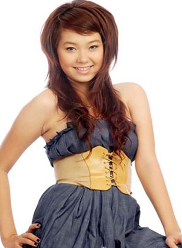 Sau đó, Minh Hằng dấn thân vào làng giải trí, cô được gọi là bé heo Minh Hằng vì sở hữu thân hình mập béo.