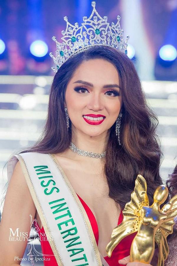 Hương Giang Idol đăng quang Hoa hậu Chuyển giới quốc tế 2018.