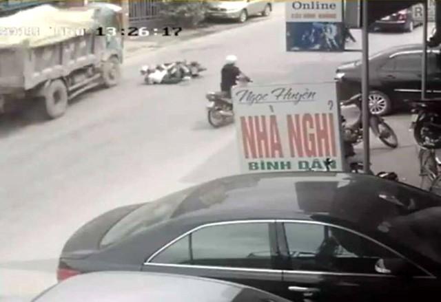 Hình ảnh do camera an ninh của nhà dân ghi lại.