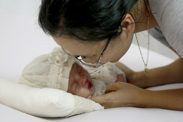 Người chụp phải là người có kinh nghiệm trong việc dỗ trẻ khi bé quấy khóc.
