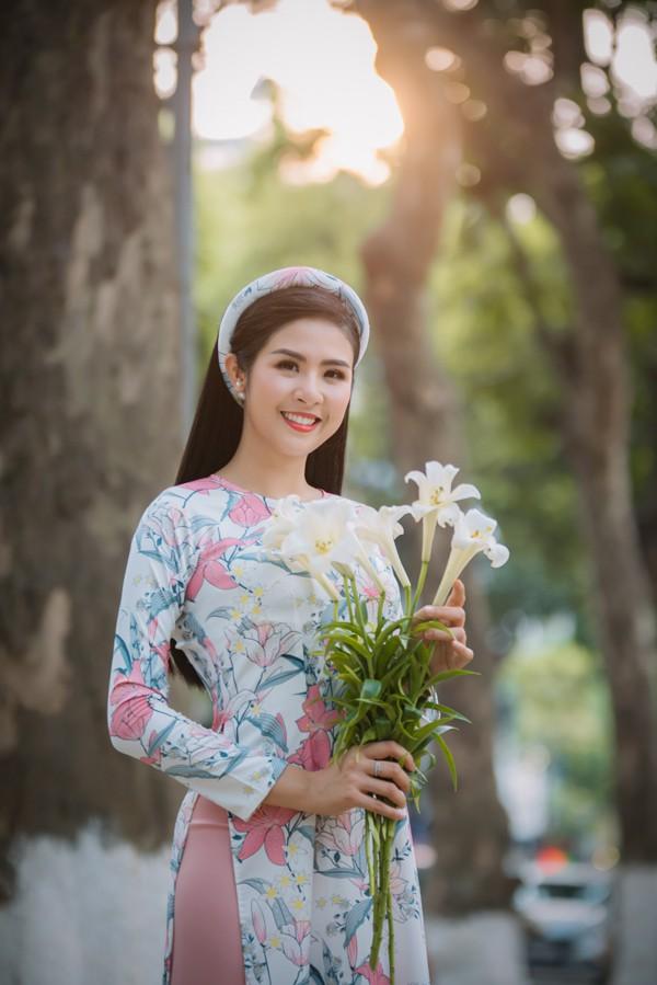 Ngọc Hân quý Hoa hậu Mỹ Linh bởi vẻ đẹp và tính cách chuẩn gái Hà thành.