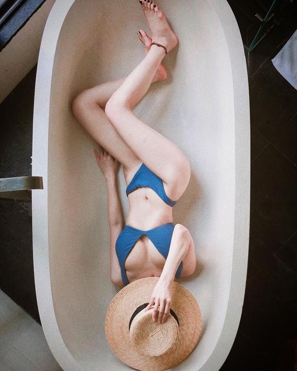 Ca nương Kiều Anh khoe vóc dáng nóng bỏng trong trang phục bikini.