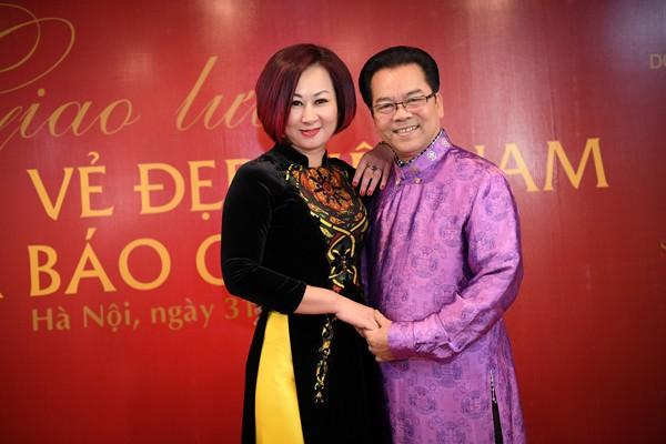 NSND Trần Nhượng hạnh phúc bên vợ kém 23 tuổi.