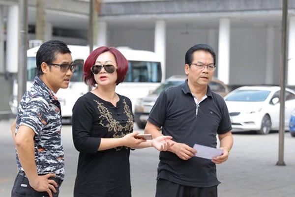 Dù lấy vợ trẻ tuổi nhưng NSND Trần Nhượng nhận được sự sẻ chia thấu hiểu của vợ.