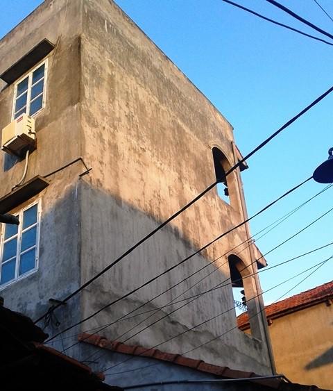 Căn nhà nơi anh D. nhảy từ trên tầng 3 xuống đất. Ảnh: PV