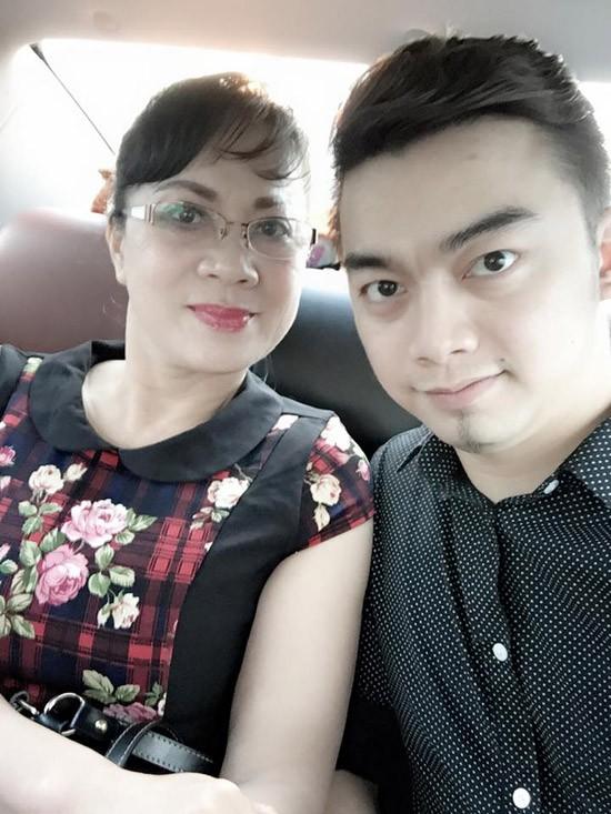 Hà Duy là con trai út của NSƯT Hương Dung. Từ khi con trai chưa biết chữ, chị thường xuyên đưa con đến phim trường và nhờ đó cậu bé bén duyên với phim ảnh. Thông minh và lém lỉnh, Hà Duy được các đạo diễn giao cho nhiều vai diễn tinh nghịch.