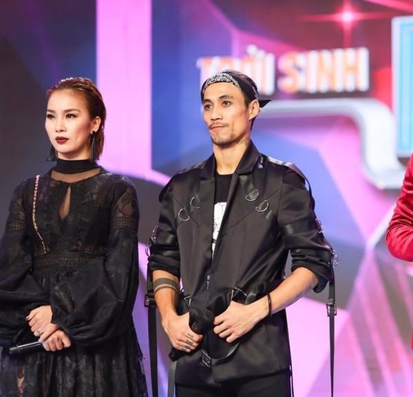 Sự nghiệp của Phạm Anh Khoa cũng chao đảo khi bị vũ công Phạm Lịch tố gạ tình.
