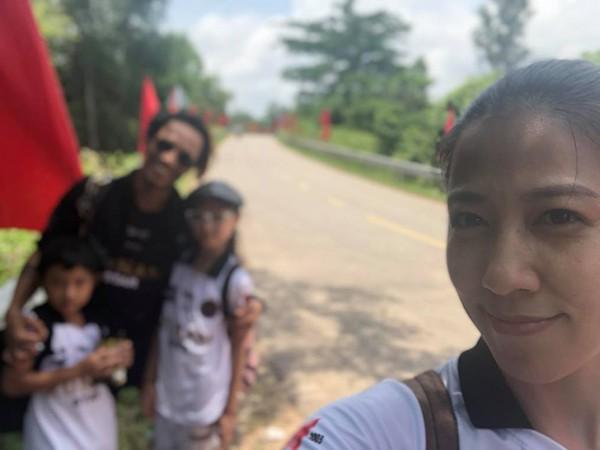 Thùy Trang khoe ảnh gia đình đi chơi.