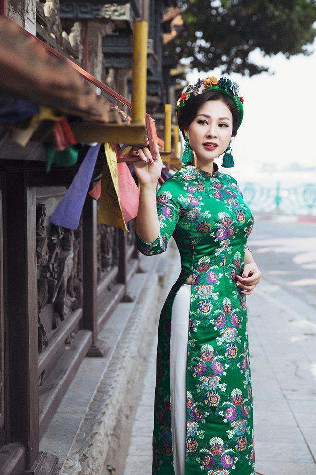 Yêu thời trang nên Kim Xuyến rất đa phong cách và cũng rất hợp mốt .