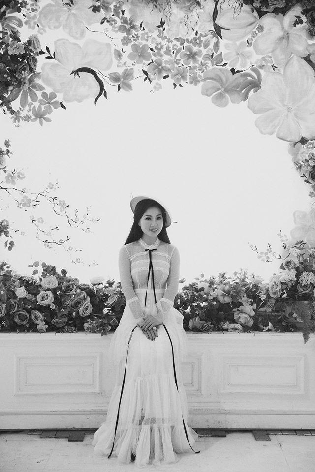 Nét tươi trẻ, quyến rũ của vợ Đăng Dương