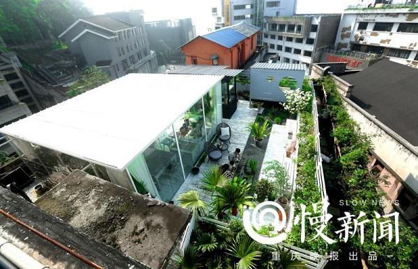 Khu nhà ở và vườn hoa trên gác mái rộng 200m2 của cặp vợ chồng trẻ tại Trung Quốc.