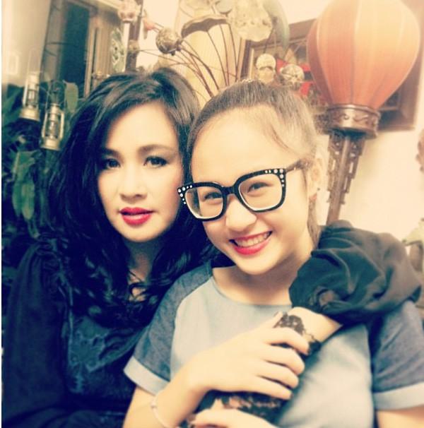 Nữ ca sĩ Thanh Lam và con gái Thiện Thanh.