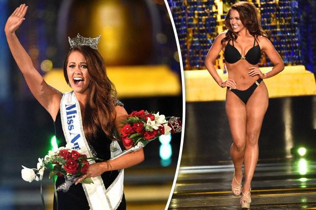 Cuộc thi Hoa hậu Mỹ thành lập từ năm 1921 và chính thức xóa sổ trang phục áo tắm từ mùa giải năm nay. Trong ảnh là Cara Mund, người đang giữ vương miện Miss America. Năm 2017, Cara Mund vẫn tham gia trình diễn áo tắm trong chung kết.