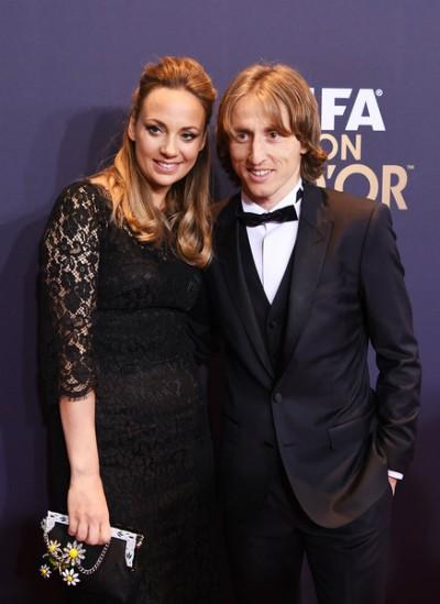 Vanja Bosnic (trái) là vợ tiền vệ đội trưởng Luka Modric. Họ kết hôn năm 2010. Hiện cặp vợ chồng có ba con.