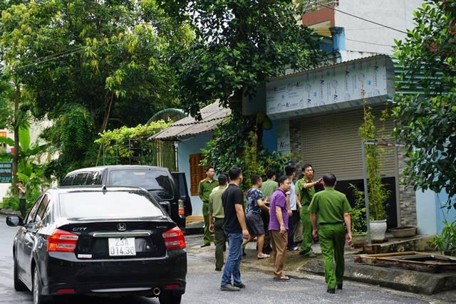 Cơ quan công an khám xét nhà riêng của ông Lương.