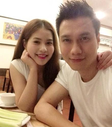 Việt Anh và vợ 9x xinh đẹp.