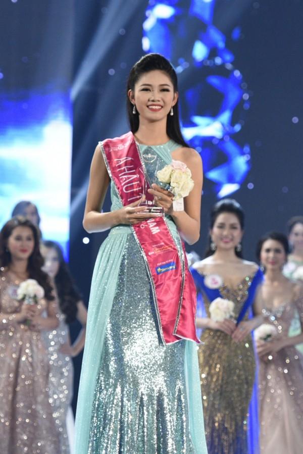 Với chiều cao 1m81, Ngô Thanh Thanh Tú giành ngôi Á hậu 2 Hoa hậu Việt Nam 2016. Người đẹp sở hữu nhan sắc trẻ trung và cá tính.