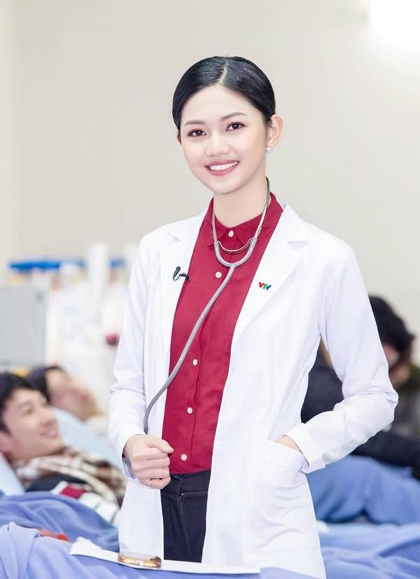 Được biết, hiện tại cô làm CTV cho các đài VTV, VOV. Người đẹp từ chối thi Miss International 2018 vì muốn tập trung cho công việc.
