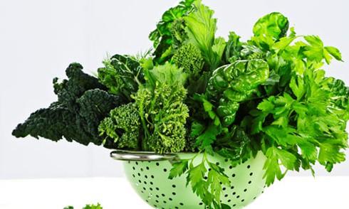 Những loại rau lá xanh đậm sẽ giúp cải thiện cơn bốc hỏa