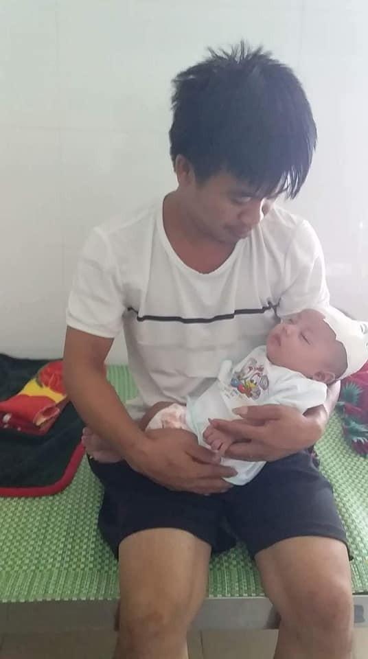 Anh Tài và bé Việt Anh ở Bệnh viện Nhi Nghệ An.