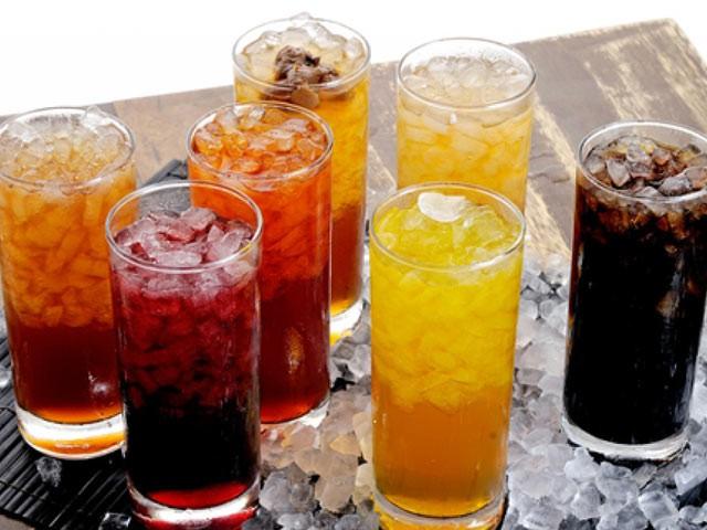 Những người uống trên 1 lít nước ngọt có ga/ngày có nồng độ tinh trùng thấp hơn người không uống.