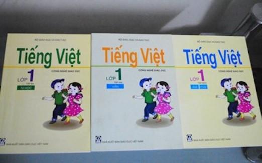 Sách giáo khoa Tiếng Việt lớp 1 Công nghệ giáo dục với khá nhiều cuốn khác nhau. Ảnh: TL