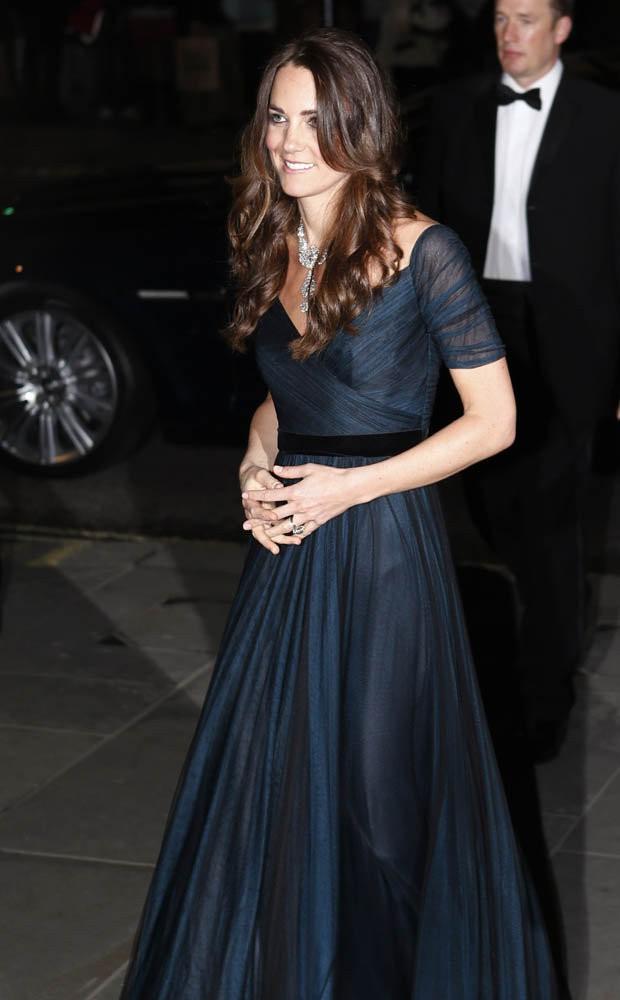 Bà Camilla cho rằng mái tóc dài khiến công nương Kate trông nặng nề, không sáng sủa.