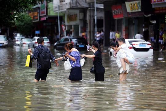 Chính quyền Maucau từng bị cư dân chỉ trích nặng nề hồi năm ngoái khi không có các hoạt động chuẩn bị trước bão Hato dẫn tới hậu quả lớn với 12 người thiệt mạng. Ảnh: Reuters
