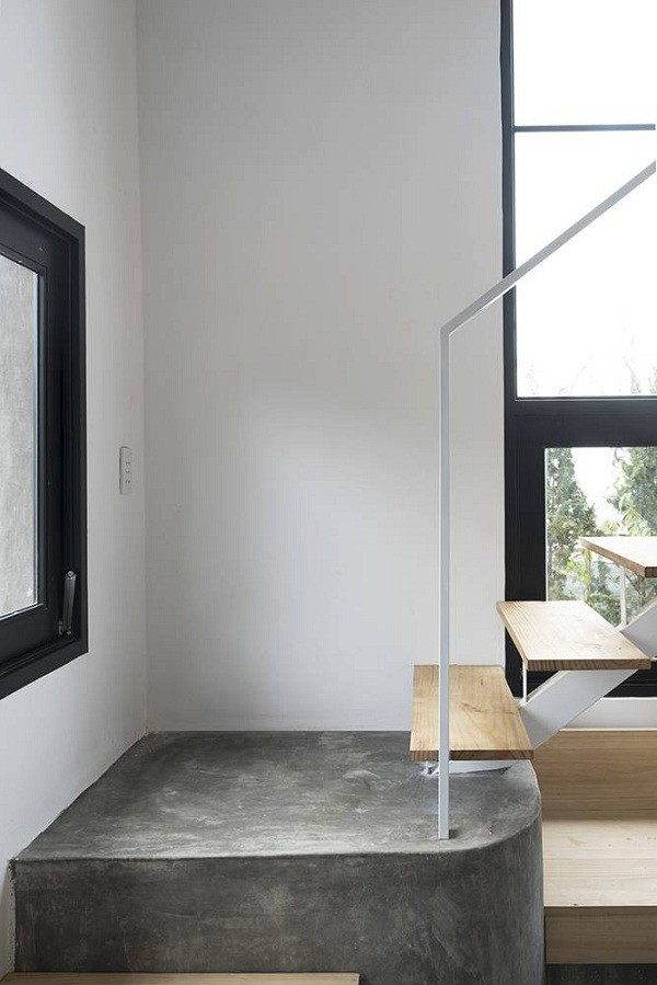 Ô lấy ánh sáng cầu thang được bố trí ở 2 bên tường cầu thang