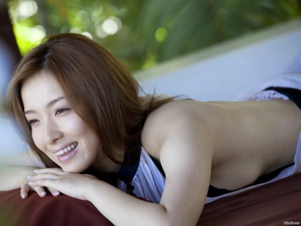Nữ diễn viên người Nhật Bản Saki Seto sinh năm 1985 dính scandal bán dâm trên du thuyền. Theo đó, nhiều người đẹp showbiz cũng tham gia vào cuộc chơi với đại gia ở địa điểm được coi là an toàn này. Giá phục vụ của nữ diễn viên vào khoảng 70 triệu đến 200 triệu đồng. 32 tuổi, Saki Seto tham gia nhiều phim điện ảnh lẫn truyền hình. Cô sở hữu hình thể gợi cảm, gương mặt ưa nhìn.