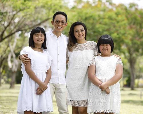 Vợ chồng chị Trân, anh Hà Lam và hai con. Ảnh: NVCC.