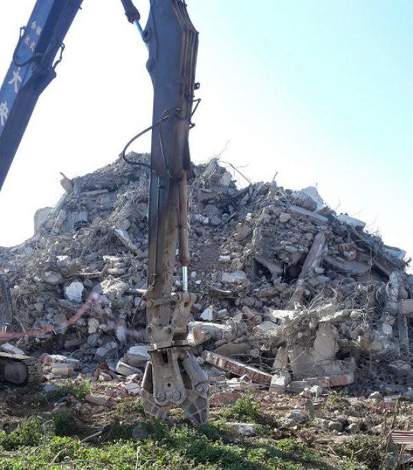 Sau gần một tuần phá bỏ, tòa nhà 7 tầng của trùm ma túy Tây Bắc chỉ còn là đống đổ nát.