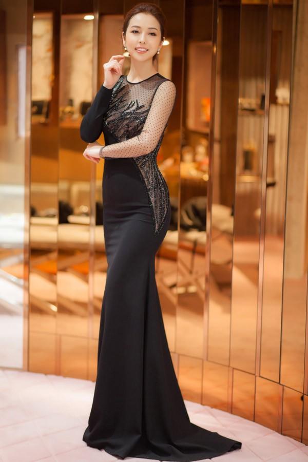 Jennifer Phạm khoe dáng thon với thiết kế bó sát, xuyên thấu.