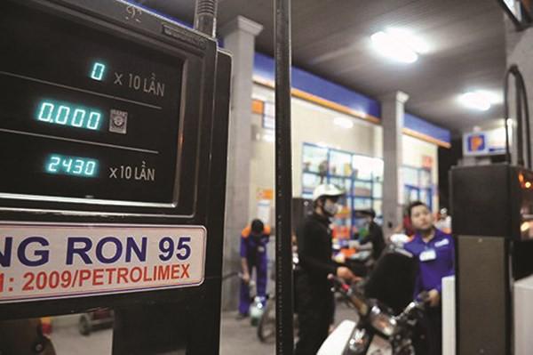 Xăng dầu đứng trước áp lực tăng giá. Ảnh minh họa