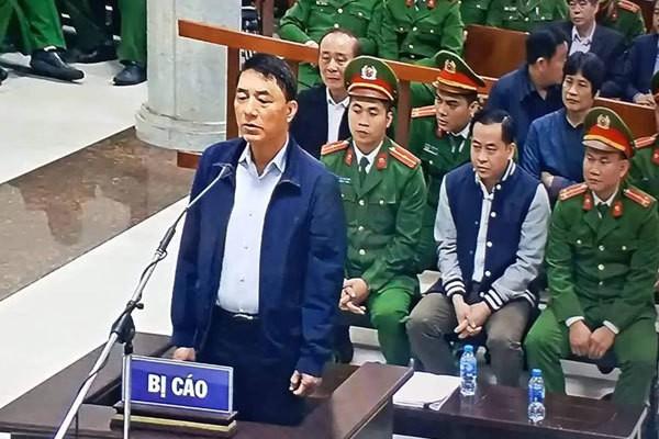 Bị cáo Tân trả lời HĐXX.